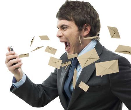 personas comunicandose: El hombre de negocios gritando por demasiados correo electrónico recibido