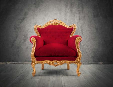 silla de madera: Concepto de lujo y éxito con terciopelo rojo y un sillón de oro
