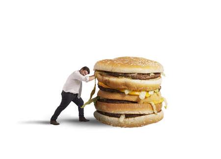 다이어트에 뚱뚱한 사람이 건강에 해로운 샌드위치를 밀어 스톡 콘텐츠