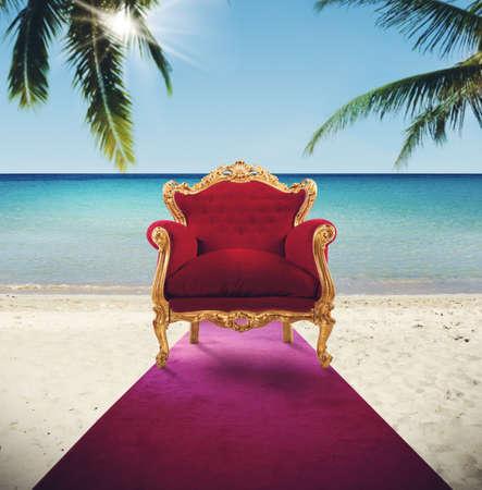 熱帯のビーチでレッド カーペットの肘掛け椅子 写真素材