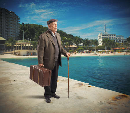baggage: Retired man goes on vacation to city Stock Photo