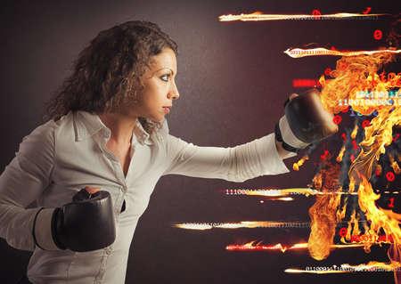 火のようなウイルスの攻撃の戦いの女性
