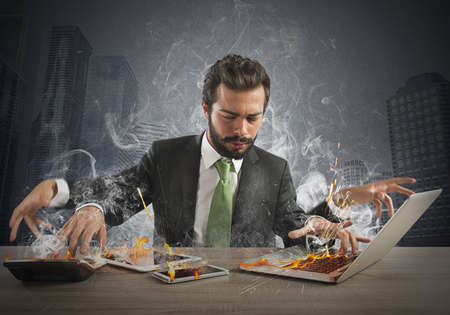 Stressed businessman working quickly with many computer Banque d'images