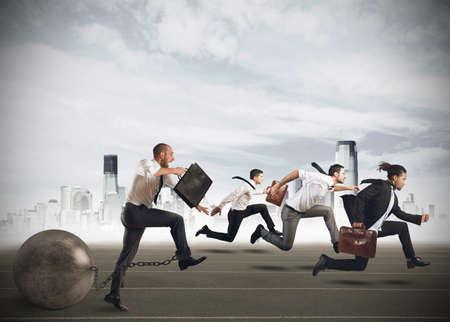 Mannen concurreren met een man met een hindernis