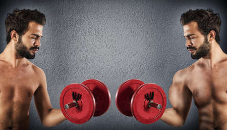 hombre flaco: Hombre delgado se compara con un hombre musculoso