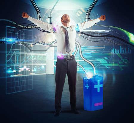 Homme d'affaires recharger son énergie d'une batterie