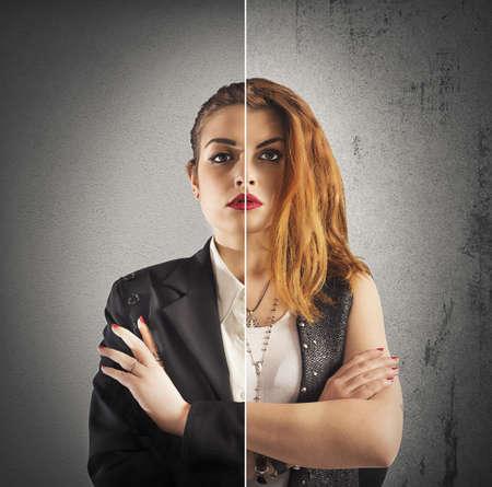 personalidad: La mitad elegante empresaria y media muchacha alternativa Foto de archivo
