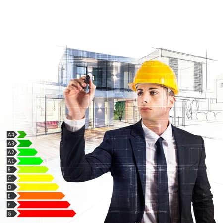 Architekt entwirft ein Haus und Energie-Zertifizierung Standard-Bild