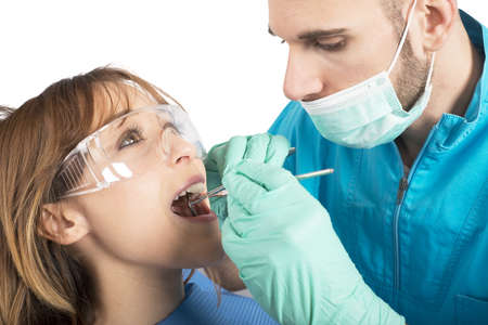 test probe: Dentist effects a cleaning of the teeth