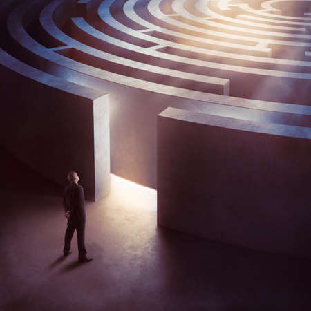 difficult to find: Businessman at the entrance a circular maze