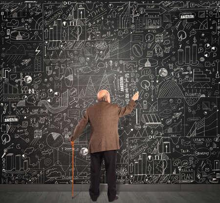 Genius business senior write on the blackboard Imagens