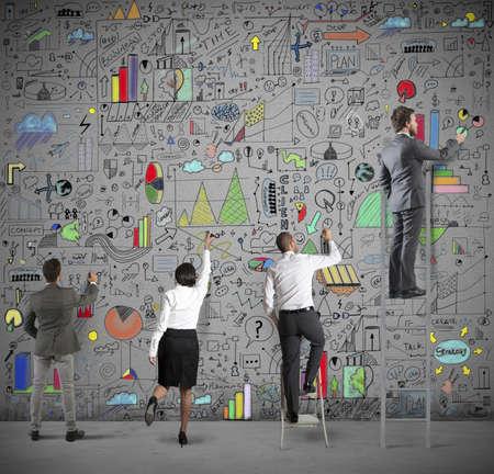 Team draws business analysis on the wall Foto de archivo