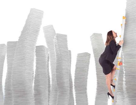 endlos: Geschäfts klettert auf Skala von Platten Pfähle