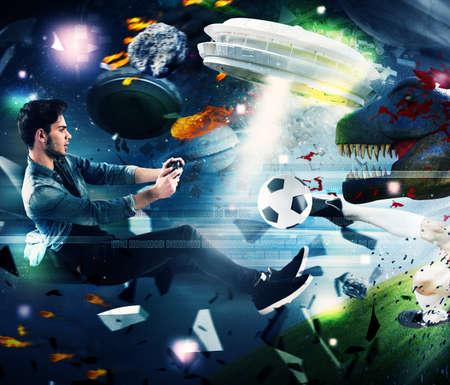 Jugendlicher mit Joystick spielen mit Videospiel Lizenzfreie Bilder