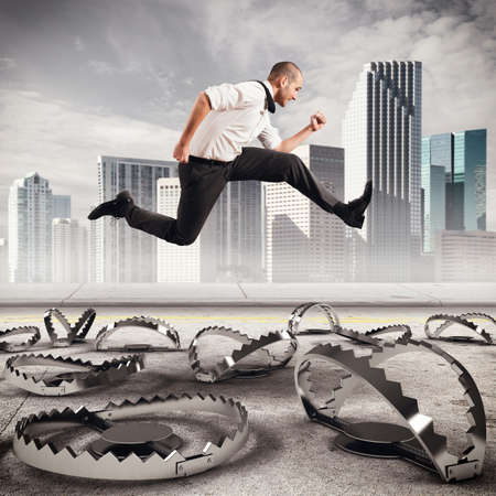 Man loopt snel naar de valstrikken te overwinnen Stockfoto