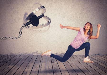 女の子がトラップで追われる実行怖い 写真素材