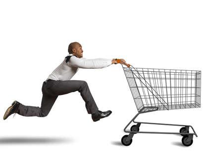 Run to go shopping looking for deals Foto de archivo