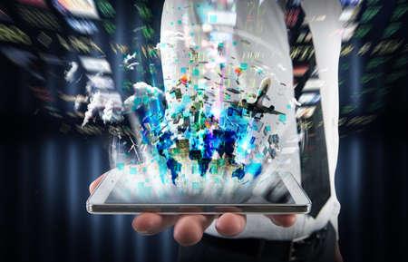 sistemas: Empresario sosteniendo un celular con pantalla brillante