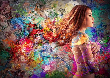 modelos desnudas: Chica desnuda hermosa en un fondo colorido Foto de archivo