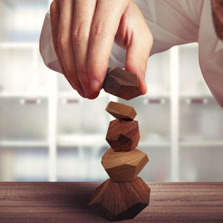 木の異なるブロックのグッズ建設