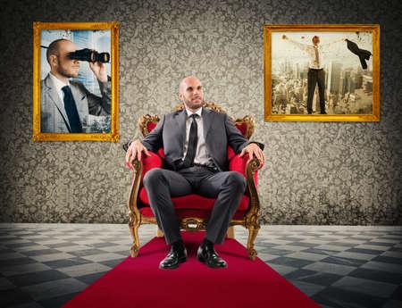 Imprenditore di successo seduto su una poltrona regale