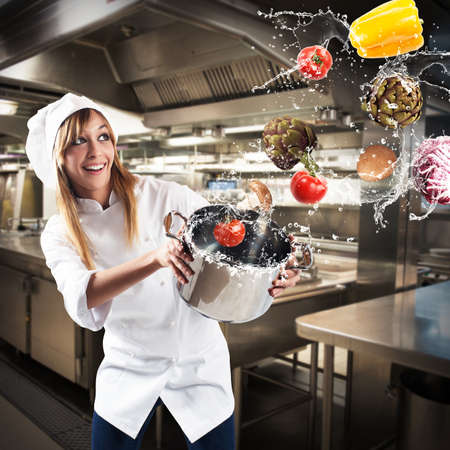 dieta sana: cocinero divertido lanza verduras de una olla