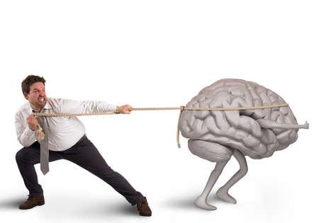 El hombre tira de la cuerda con la fuga de cerebros
