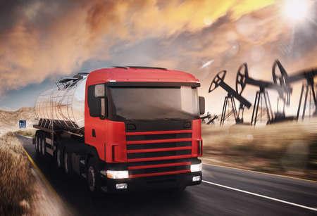 LKW mit Öltank auf Asphalt fahren