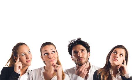 interrogative: Mujer y hombre del collage con la expresi�n pensativa