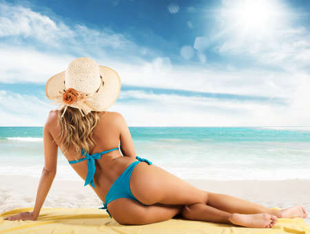 hot ass: Girl with straw hat at the beach