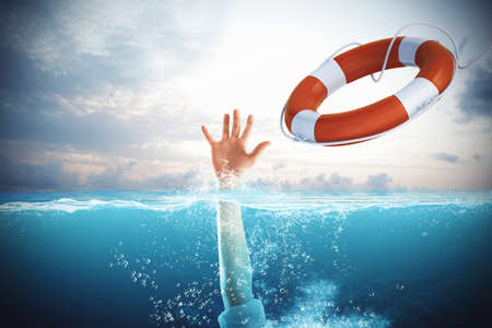 救生員在海上發射一個溺水的人