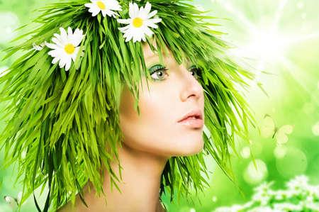 草の髪とグリーンのメイクの女の子