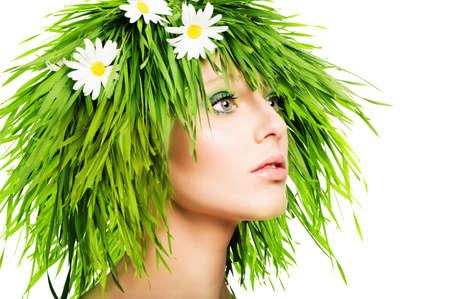 Meisje met gras haar en groene make-up Stockfoto