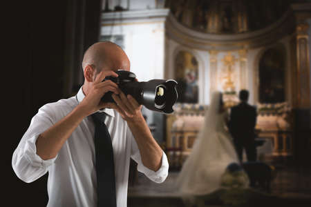 Professional photographer at work in a wedding Foto de archivo