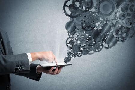 조직: 사업가 기어 메커니즘 태블릿 화면 터치
