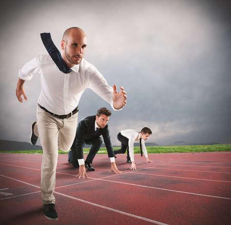 남자는 경주에서 먼저 경쟁한다. 스톡 콘텐츠