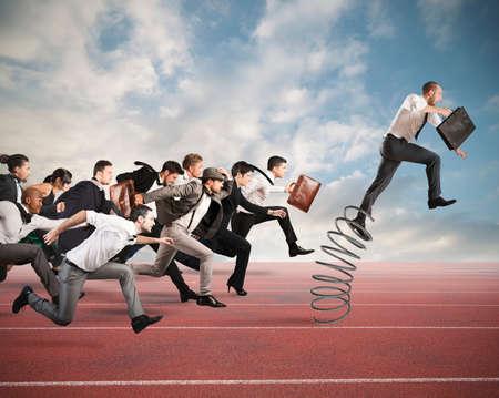 ビジネスマン相手とレース中に春にジャンプ