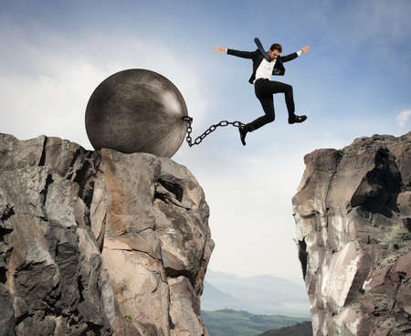 derrumbe: El hombre de negocios supera los obstáculos y problemas con la ligereza