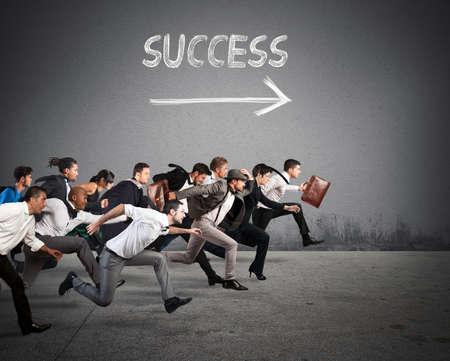 Geschäftsleute laufen zusammen in der gleichen Richtung Standard-Bild