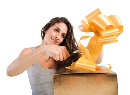 Girl prepare the bow of a big gift box Stockfoto
