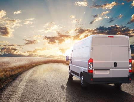 Camion sur la route dans un paysage naturel. rendu 3D Banque d'images