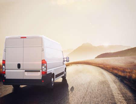 自然の風景では、道路上のトラック  .3 D レンダリング