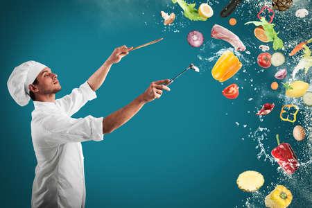 요리사는 음식과 음악의 조화를 만들어 스톡 콘텐츠