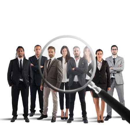 Magnify lentille sur un seulement quelques candidats appropriés au travail Banque d'images - 66522413