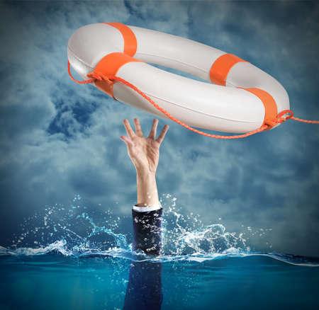 命の恩人は、海で溺れている人を発売