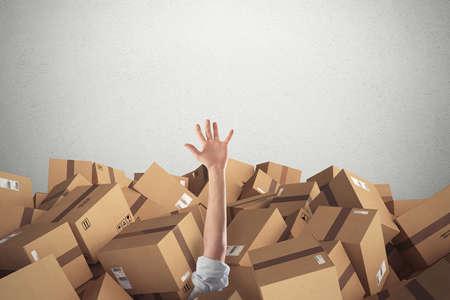 Man begraven door een stapel kartonnen dozen. 3D Rendering
