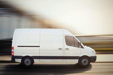 Camión en una carretera de la ciudad. Representación 3D