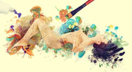 Vrouw kunstwerk beeld. naakte vrouw geschilderd met een kwast Stockfoto