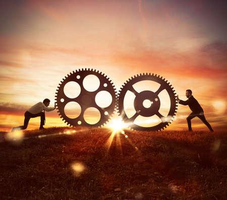 Samenwerking op het werk concept met gears mechanisme Stockfoto