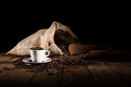 bailer: Background of cup of coffee beans